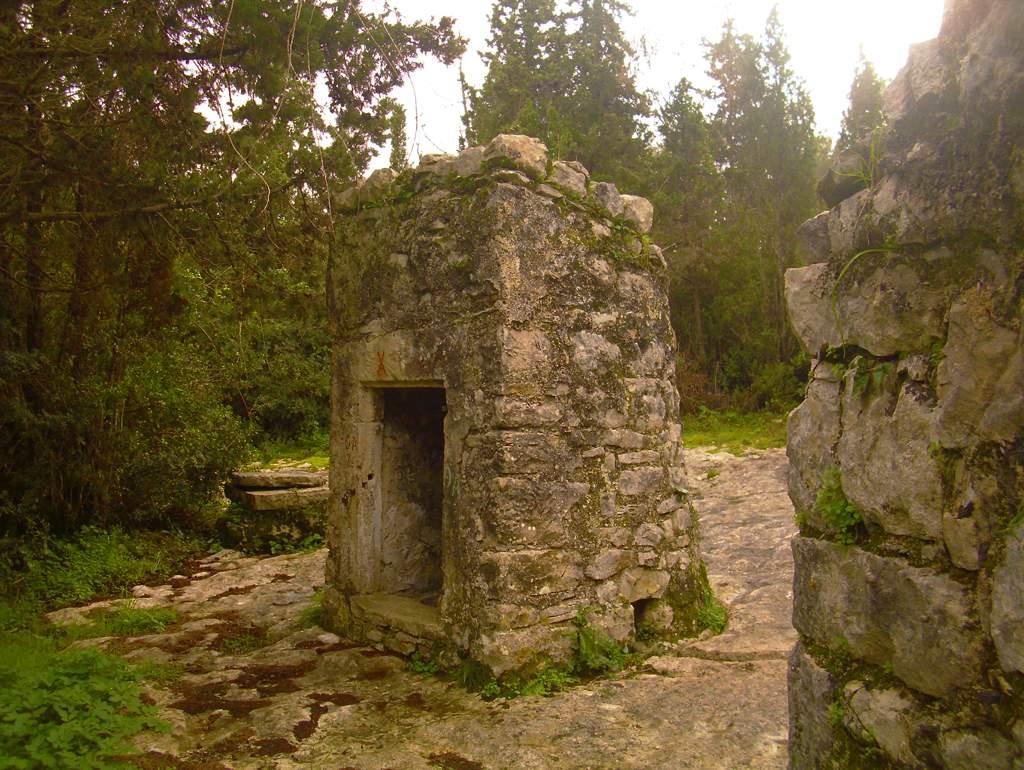 Cisterns of Sarakinos (3)