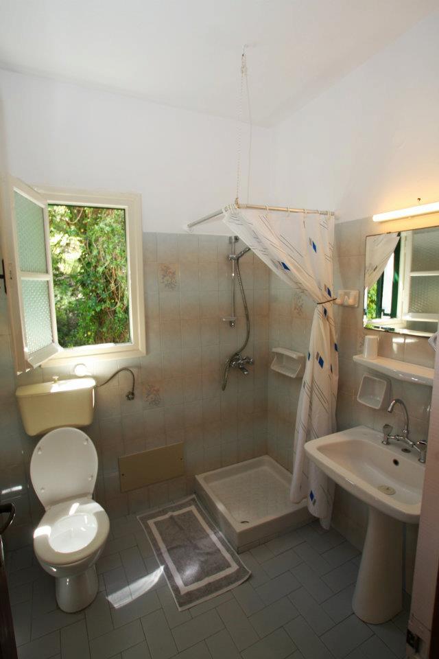 Andrikos Studios Bathroom