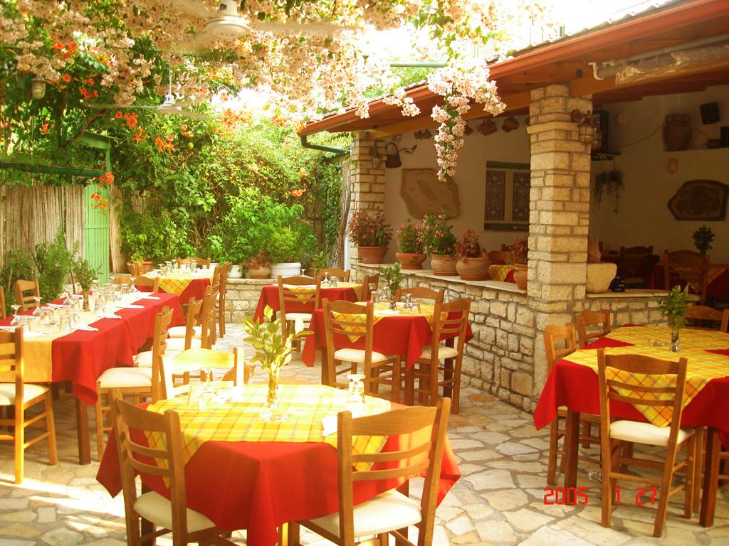 Stasinos Garden Restaurant 01