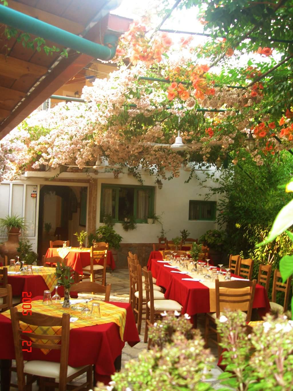 Stasinos Garden Restaurant 03