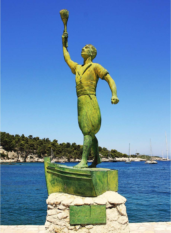 The-statue-of-Anemogiannis-1
